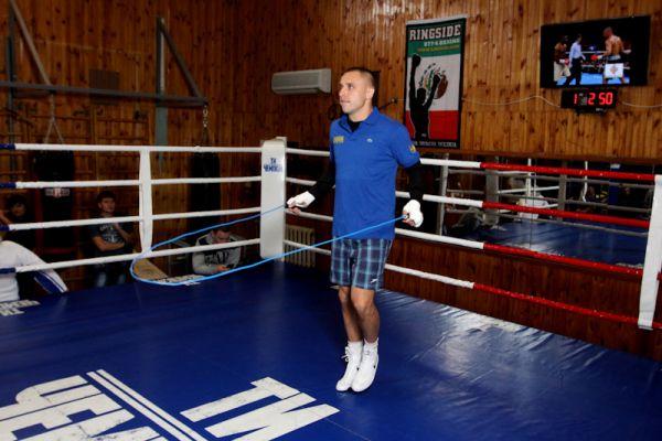 Разминка боксера Макса Бурсака