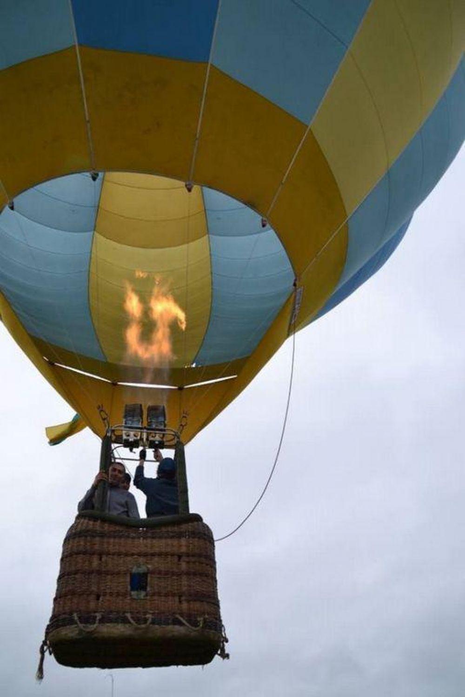 Свадебным путешествием для новобрачных стал полет на воздушном шаре