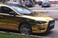 «Золотой» автомобиль разъезжает по Волгодонску