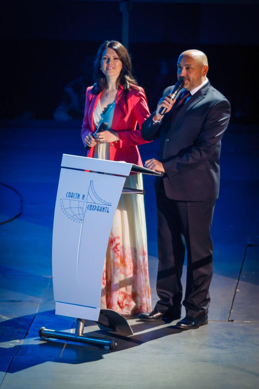 Началась церемония закрытия с награждения победителей конкурсов «Эколог года - 2014» и «Экологическое эхо».