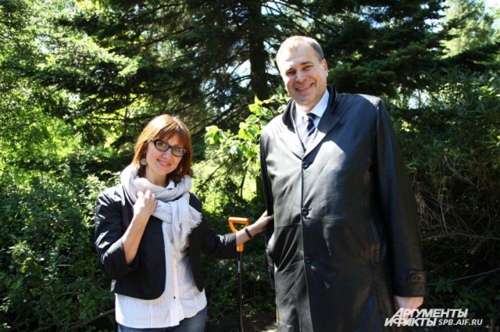 Один из кустов сирени посадили сотрудники петербургских «Аргументов и фактов».