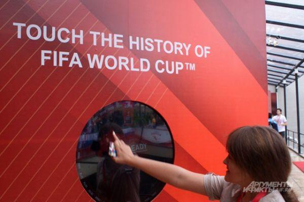 Интерактивный стенд с историей Чемпионата мира по футболу в «Русском доме».