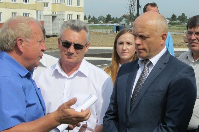 Виктор Назаров проинспектировал строительство жилья.