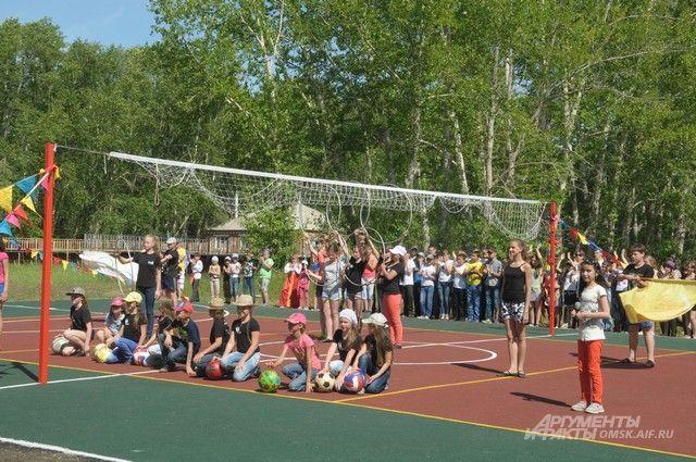 Спортивная площадка открылась в Одесском районе Омской области.
