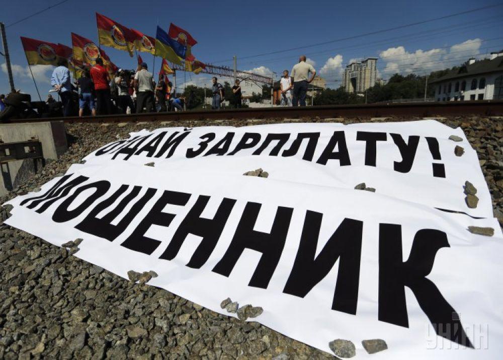 Строители перекрыли мост на Выдубичах в Киеве