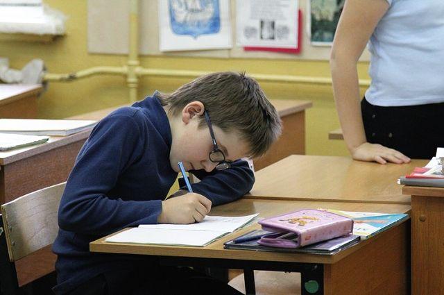 Мест в школах области пока хватает, но ситуация очень скоро может осложниться.