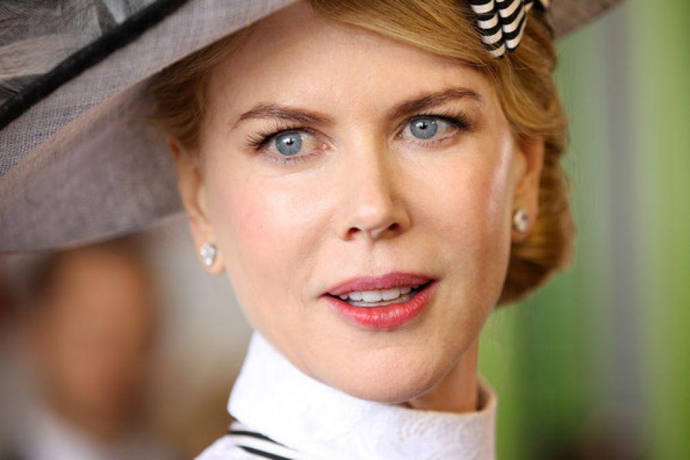 На пике популярности актрису часто приглашали сниматься в рекламе, она стала лицом парфюмерного бренда Chanel No.5, а её ролик для Шанель под названием «N° 5 the Film» 2004-го года - самым дорогим в истории индустрии.
