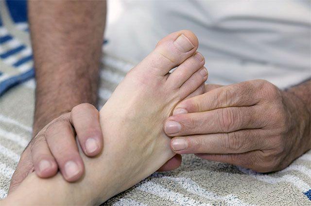 Что делать если сильно свело ногу