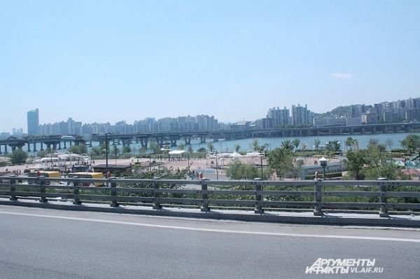 По широкой автостраде до Сеула мы доехали за два часа.