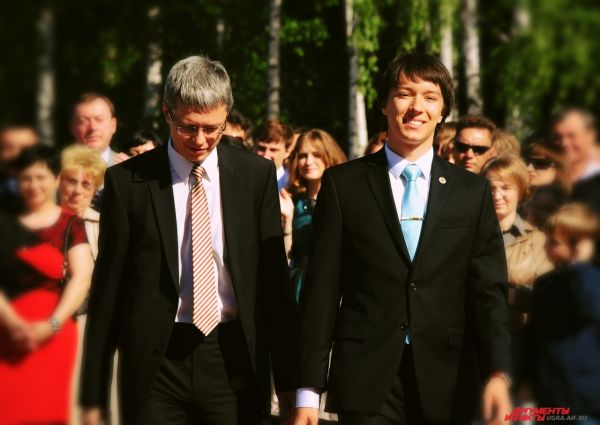 Главный врач ОКБ Ханты-Мансийска Алексей Добровольский также сопровождал своего сына