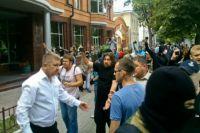 В Киеве неизвестные в масках разгромили «Сбербанк России»