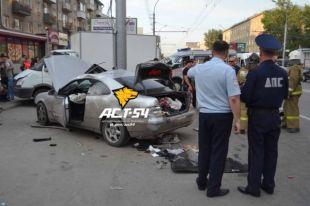 Столкновение двух автомобилей привело к гибели пешехода