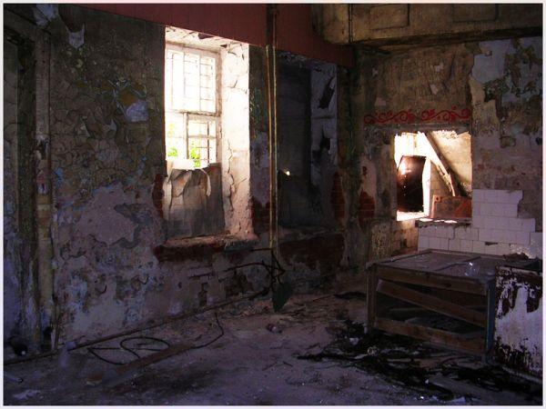В этой заводской столовой когда-то обедали рабочие