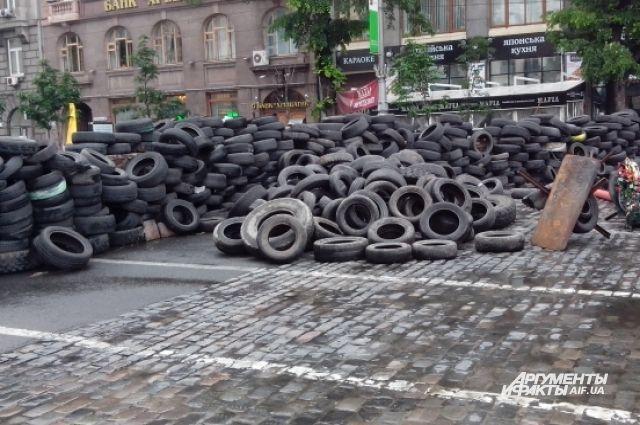 Майдан, баррикада из шин