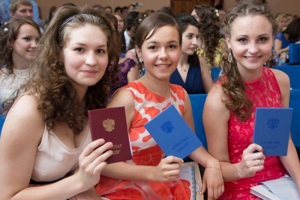 11 лет девушки учились в стенах гимназии.