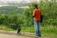 Любому подростку бывает одиноко, но мало кто оставался совсем один.