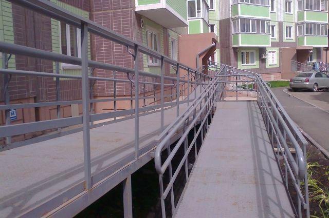 Для инвалидов стараются создать удобные условия.