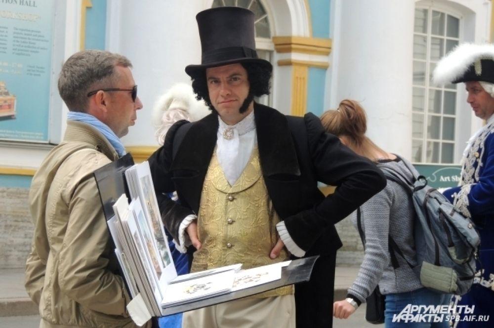У входа в парк посетителей встречает сам Пушкин.