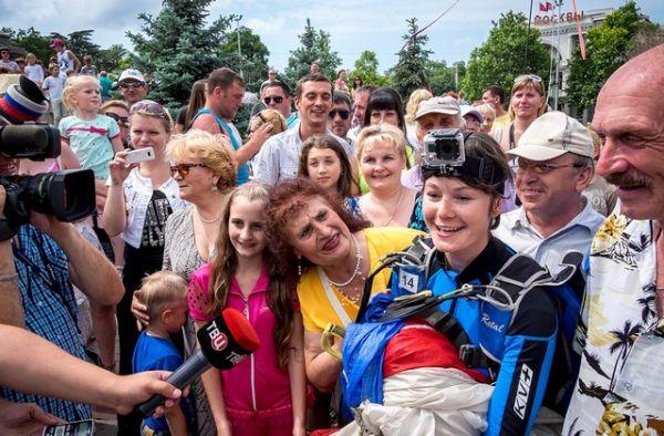 Севастопольцы с любовью и поддержкой отнеслись к ульяновским парашютистом