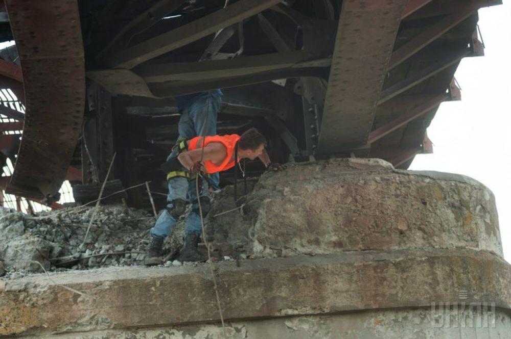 Неизвестные взорвали железнодорожный мост недалеко от Орехова Запорожской области