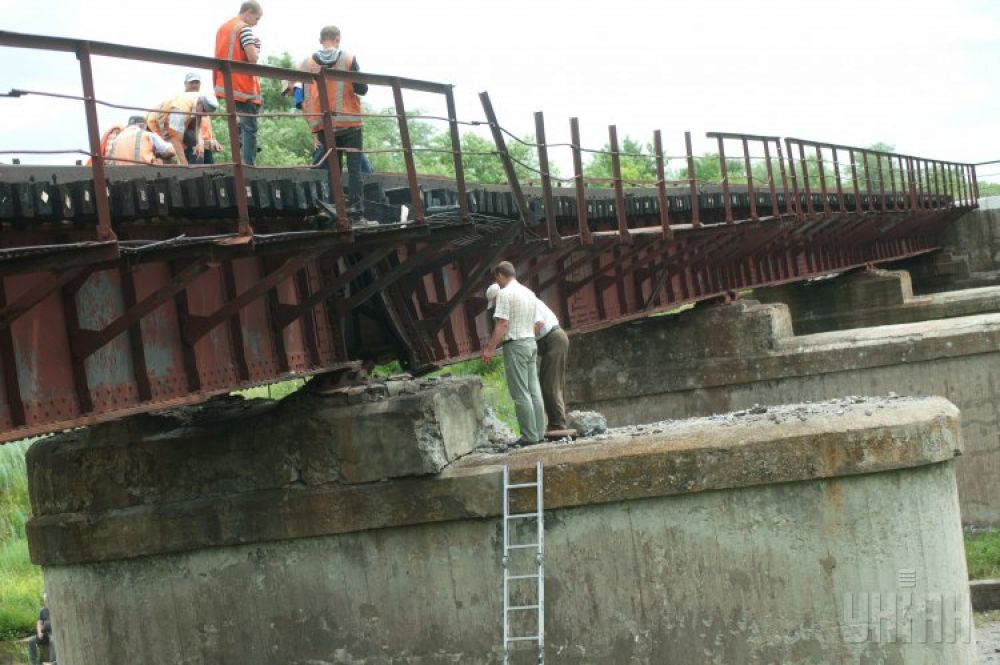Подрыв железнодорожного путепровода произошел на 252 км перегона Ореховская – Малая Токмачка