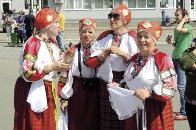 На празднике собрались творческие коллективы из соседних районов и городов России.