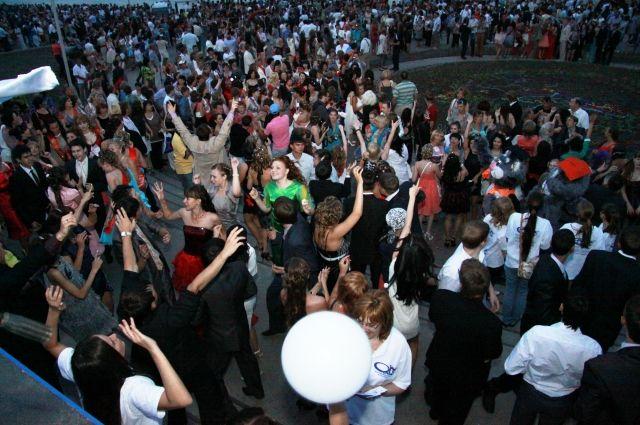 Традиционно выпускники соберутся на Иртышской набережной.