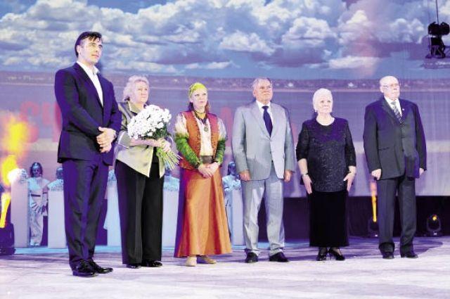 Николаю Демкину вручили премию за выдающиеся достижения в экономике и управлении.