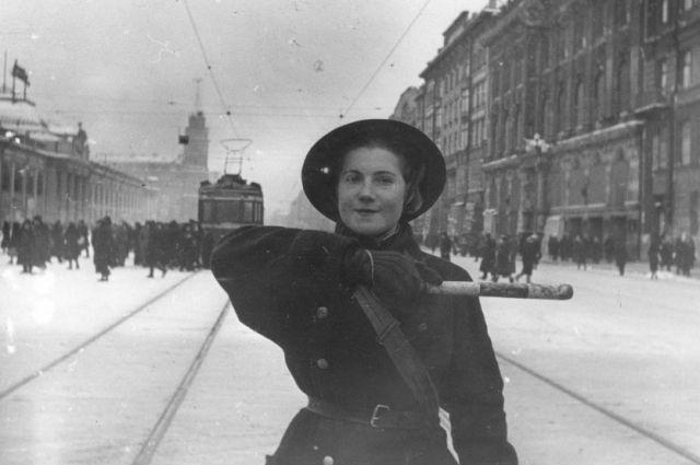 Среди стражей порядка было много женщин.