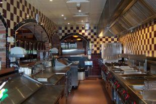 Кухонное оборудование в ресторане