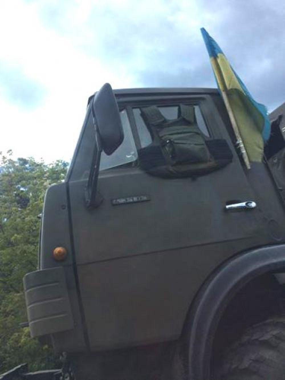 Военные укрепляют технику бронежилетами