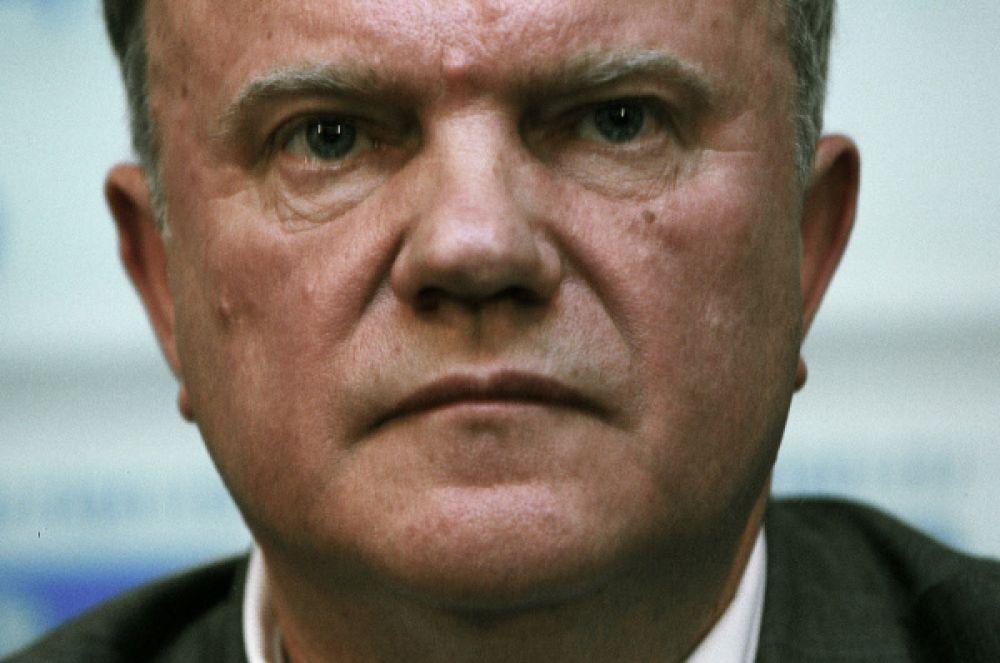 В 2004 году в партии чуть было не произошёл раскол – часть членов КПРФ провели «альтернативный» съезд, на котором проголосовали за отстранение Зюганова с должности председателя. Но это голосование было объявлено нелегитимным, и Геннадий Зюганов сохранил пост за собой.