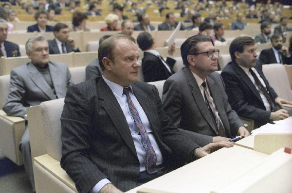 В декабре 1993 года Геннадий Зюганов был избран депутатом Государственной думы I созыва по списку КПРФ, и уже со следующего года возглавил фракцию партии.