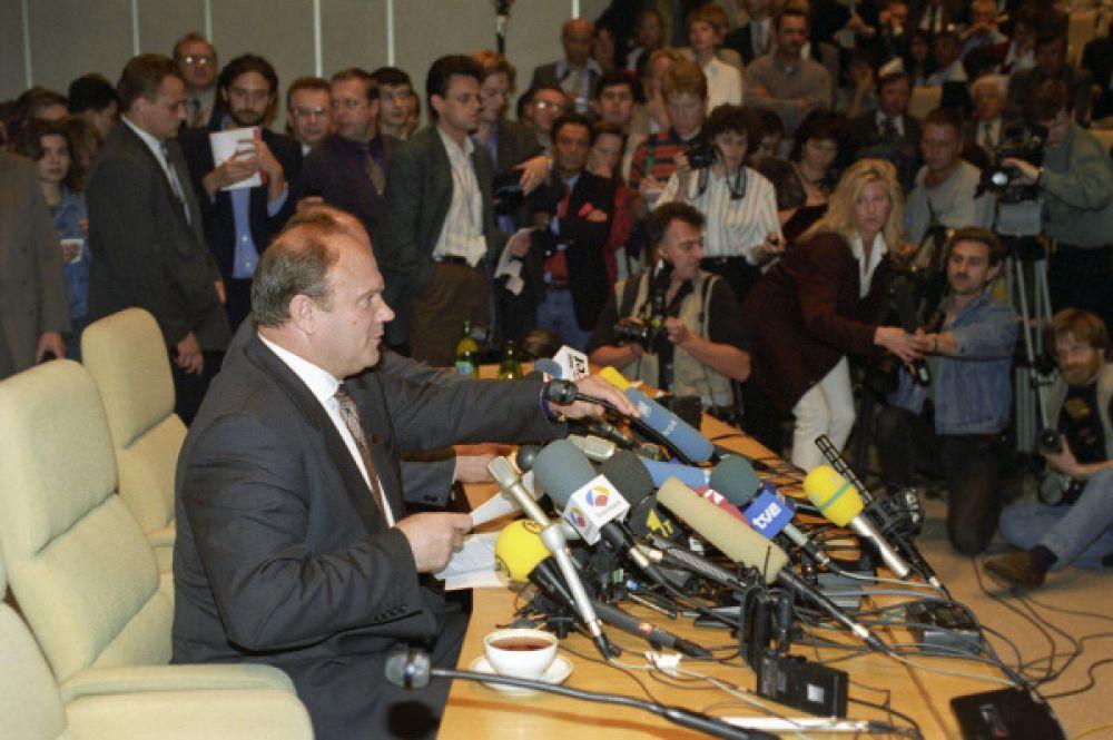 Через некоторое время многие представители российского истеблишмента заявили, что на тех выборах победу ещё в первом туре одержал Зюганов, однако по каким-то причинам отказался отстаивать свой успех. Тем не менее, Зюганов заявил, что не согласен с результатами второго тура.