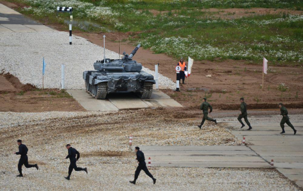 Экипаж танка войск Западного военного округа.