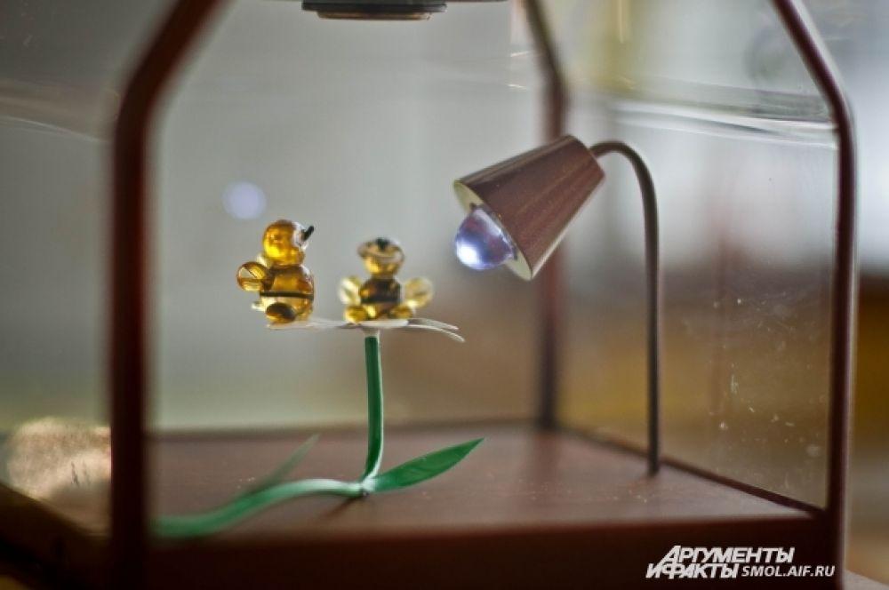 На самом деле эти пчелы - только основание для микроминиатюры.
