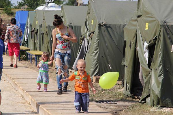 В лагере в основном женщины, дети старинки, здесь они чувствуют себя в безопасности.