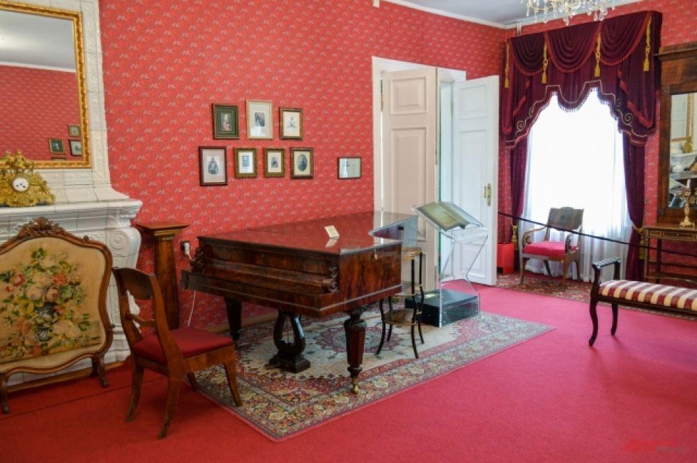Мелодию старого рояля можно услышать и сейчас.