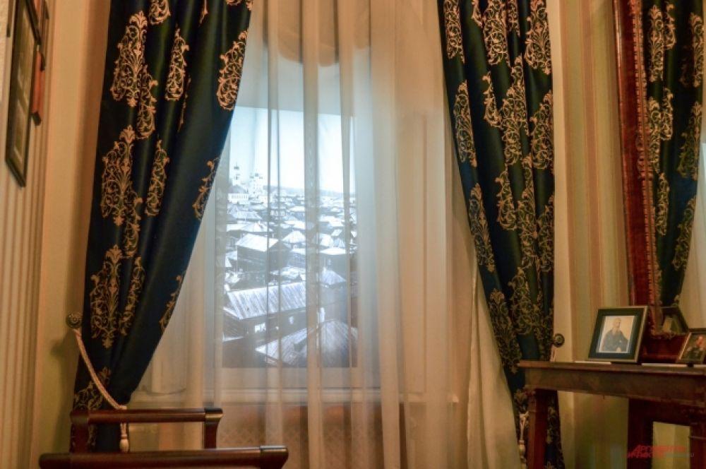 Из окон можно видеть и Петербург, и Иркутск.