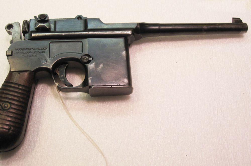 В 1932 году Mauser выпустила доработанную версию пистолета C96 – M.712. У пистолета были присоединяемые магазины на 10 и 20 патронов и ударно-спусковой механизм Никла, что позволяло стрелять со скоростью 850 выстрелов в минуту. В Германии M.712 также известна как пистолет-пулемет M.32.