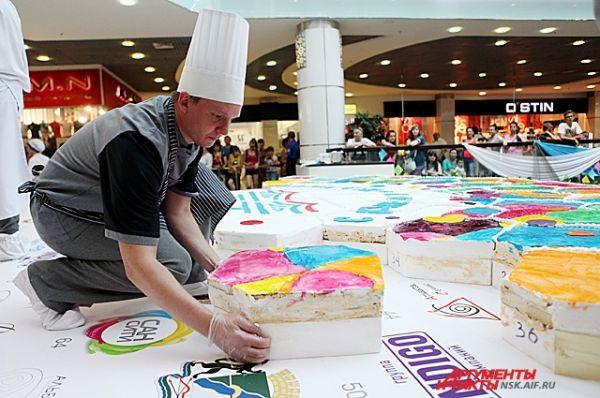 Торт создавался за счет участников и партнеров проекта.