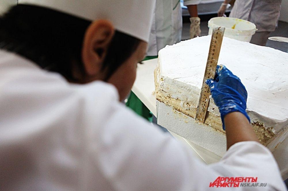 В прошлом году кондитеры изготавливали рекордно длинное пирожное.