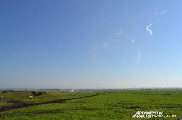 Старт зенитной ракеты напоминает яростное шипение кобры.