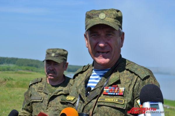 Заместитель командующего Сухопутными войсками генерал-лейтенант Ленцов высоко оценил управляемость 41-й армии и высокий боевой дух солдат.