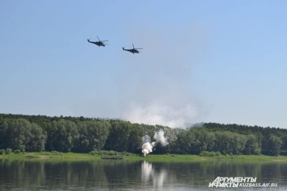 Десант успешно высадился, вертолёты летят на базу.