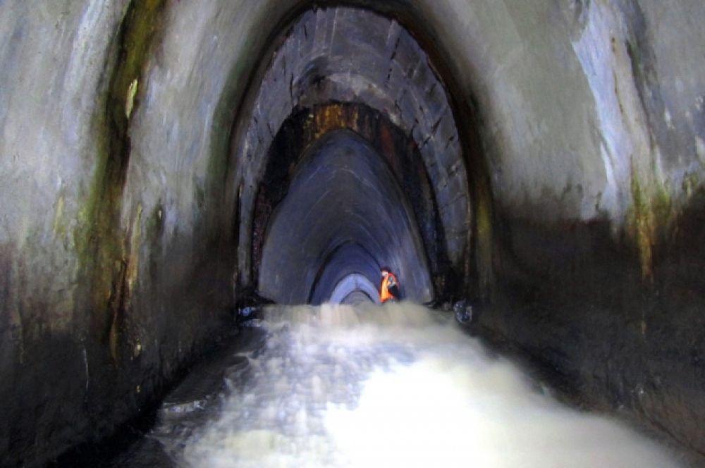 Самая красивая подземная река, по словам диггеров, это Белая. Она протекает под заводом «Красный Октябрь».