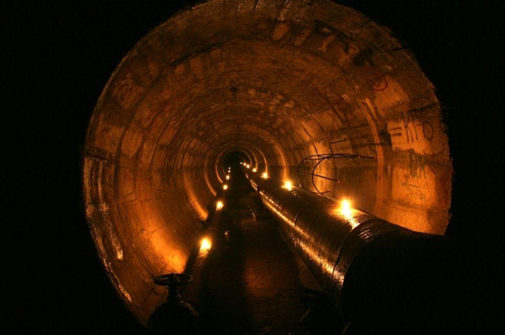 Внутри подземелий – кромешная тьма, поэтому чтобы сделать такие фото дигерры используют искусственный свет.