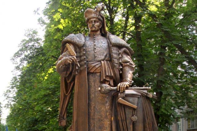 Памятник Пилипу Орлику в Киеве