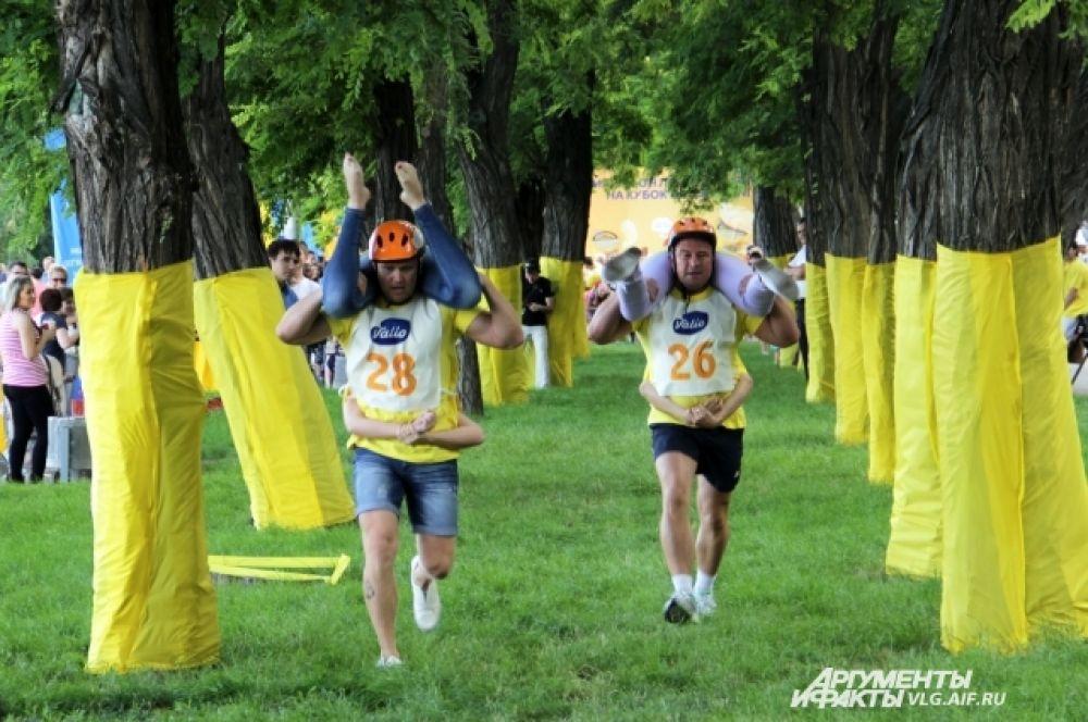 В каждом забеге принимало участие по две пары конкурсантов.