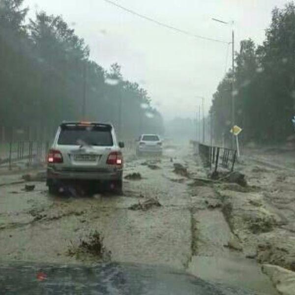 Отдыхающие из-за снесенных мостов пока не могут выехать в Иркутск.